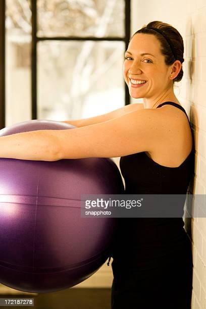 prenez une pause - gymnastique douce photos et images de collection