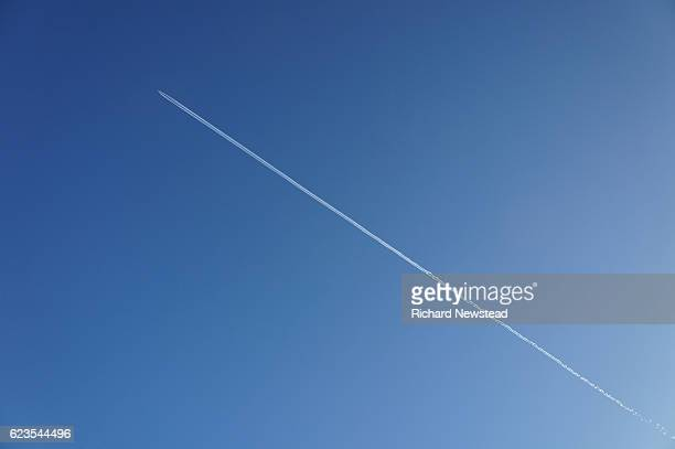 take off - trainée d'avion photos et images de collection