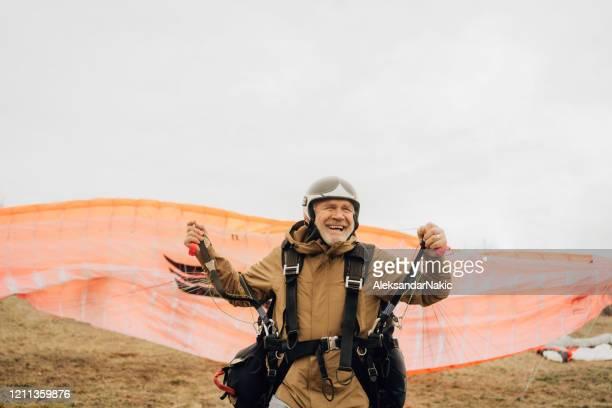 take-off-zeit - fallschirm stock-fotos und bilder