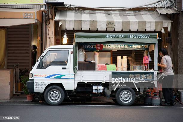 take-away food van on a city street, taipei, taiwan - hualien county stock pictures, royalty-free photos & images
