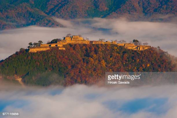 takeda castle on hill in clouds, hyogo, japan - 兵庫県 ストックフォトと画像