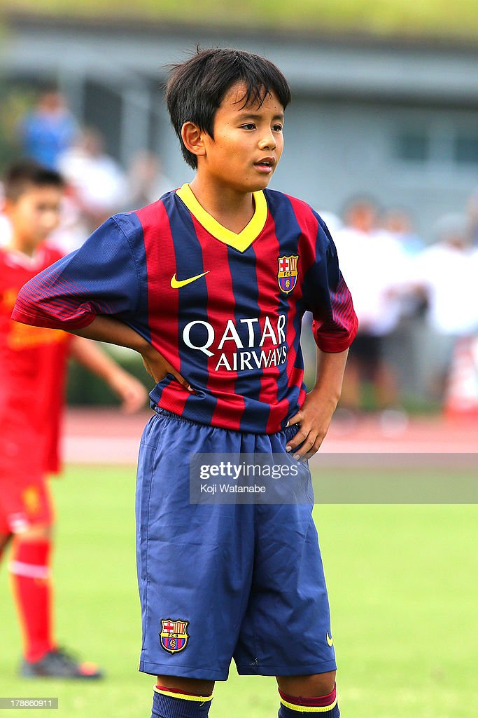 Takefusa Kubo (C) of FC Barcelona in action during the U-12 Junior Soccer World Challenge 2013 final match between FC Barcelona and Liverpool FC at Ajinomoto Stadium on August 30, 2013 in Tokyo, Japan.