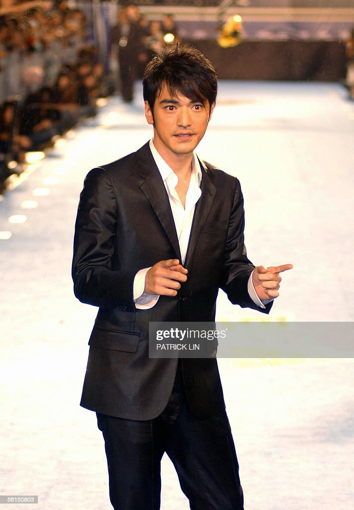 Takeshi Kaneshiro gestures on the stars : News Photo