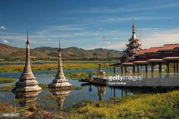 takhaung mwetaw pagodas - myanmar fotografías e imágenes de stock