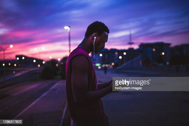 taking a break from jogging for text messages - belgrade serbia stock pictures, royalty-free photos & images