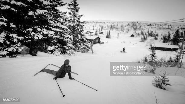 taking a break - chute ski photos et images de collection