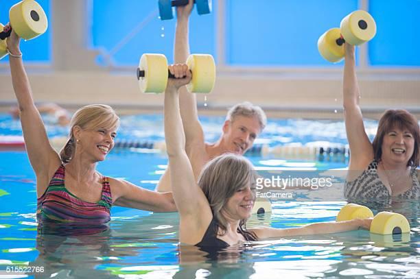 Prenez un cours de remise en forme dans la piscine