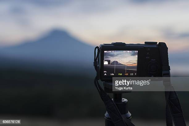 taking a photo of mount fuji with a compact digital camera - 三脚 ストックフォトと画像