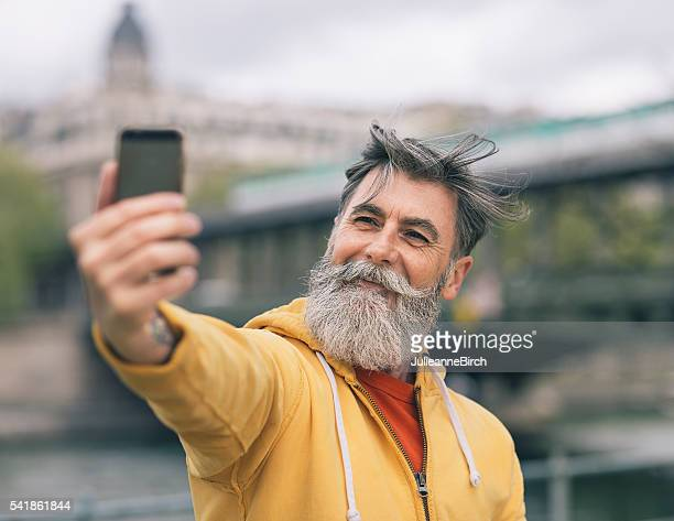 Ein selfie aufnehmen in Paris