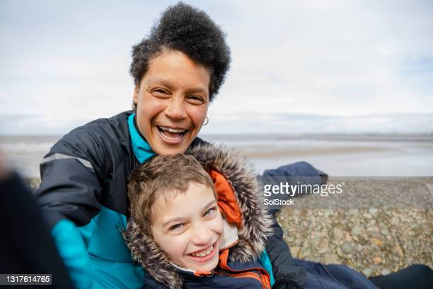 taking a selfie - single mother stock pictures, royalty-free photos & images