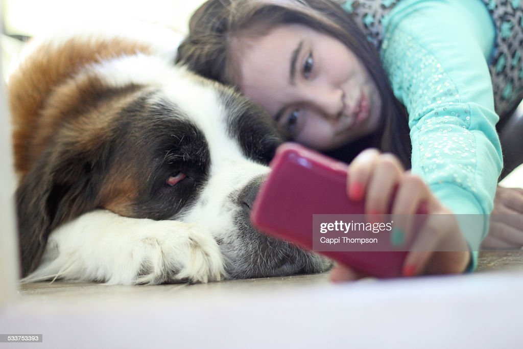 Taking a selfie with the dog : Foto stock