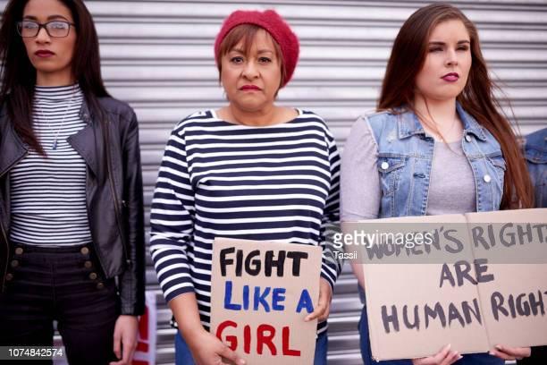 すべての女性のためのスタンドを撮影 - 社会運動 ストックフォトと画像