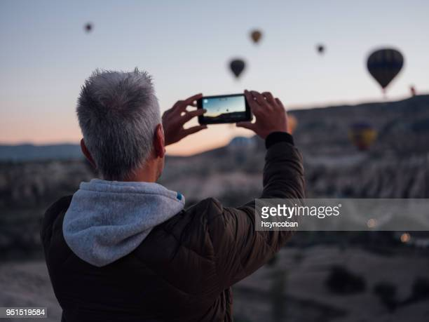 taking a vertical picture at sunset - photo messaging stock pictures, royalty-free photos & images