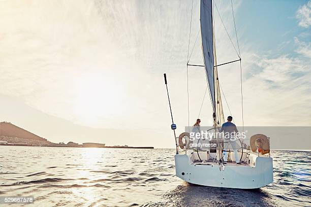 taking an adventurous boat cruise - watervaartuig stockfoto's en -beelden