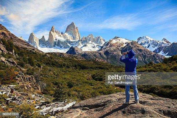 taking fitz roy photo - chalten stock pictures, royalty-free photos & images