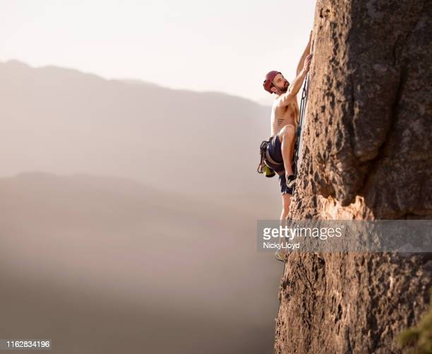 taking his climbing to the next level - nicky pende foto e immagini stock
