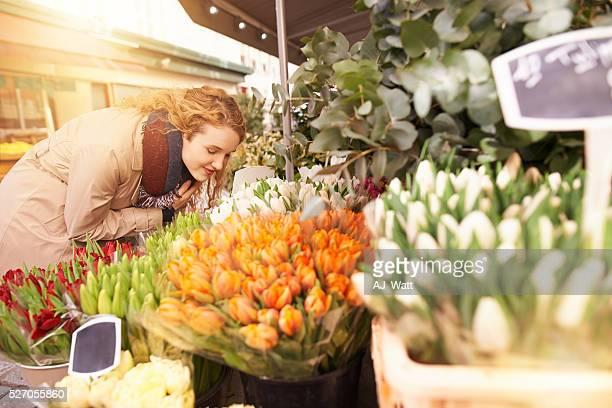 taking in the aroma - eenmalig evenement stockfoto's en -beelden