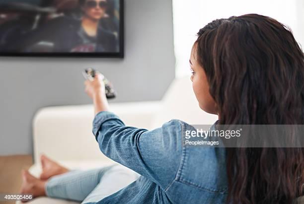 なりテレビの前で