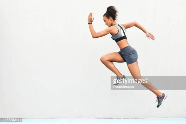 彼女のステップで春とトラックに取る - オリンピック選手 ストックフォトと画像