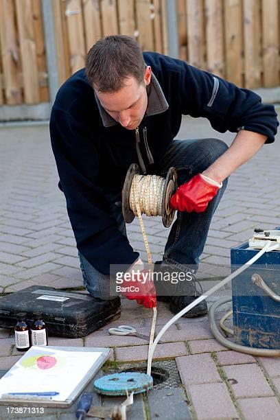 recolha de amostras do solo e das águas subterrâneas, de investigação ambiental. - lençol freático imagens e fotografias de stock