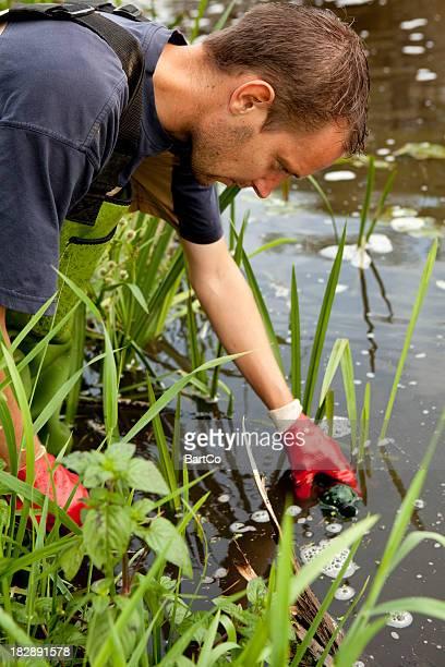 die beispiele der erde und wasser, umwelt forschung. - fließendes gewässer stock-fotos und bilder
