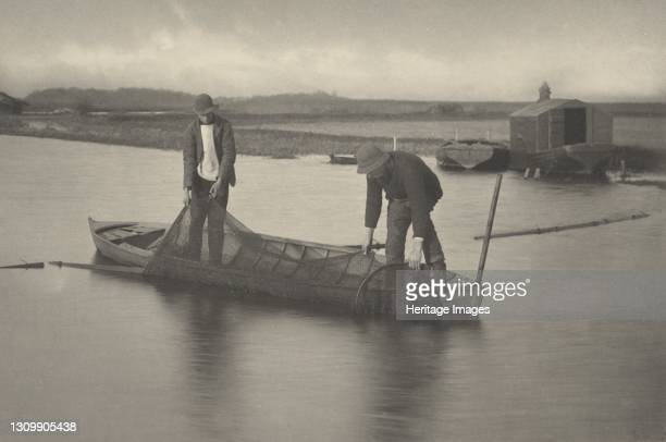 Taking Up the Eel-Net, 1886. Artist Dr Peter Henry Emerson, Thomas Frederick Goodall. .