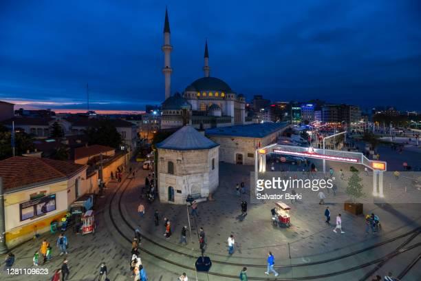 taksim square in corona times, istanbul - contemporary istanbul foto e immagini stock