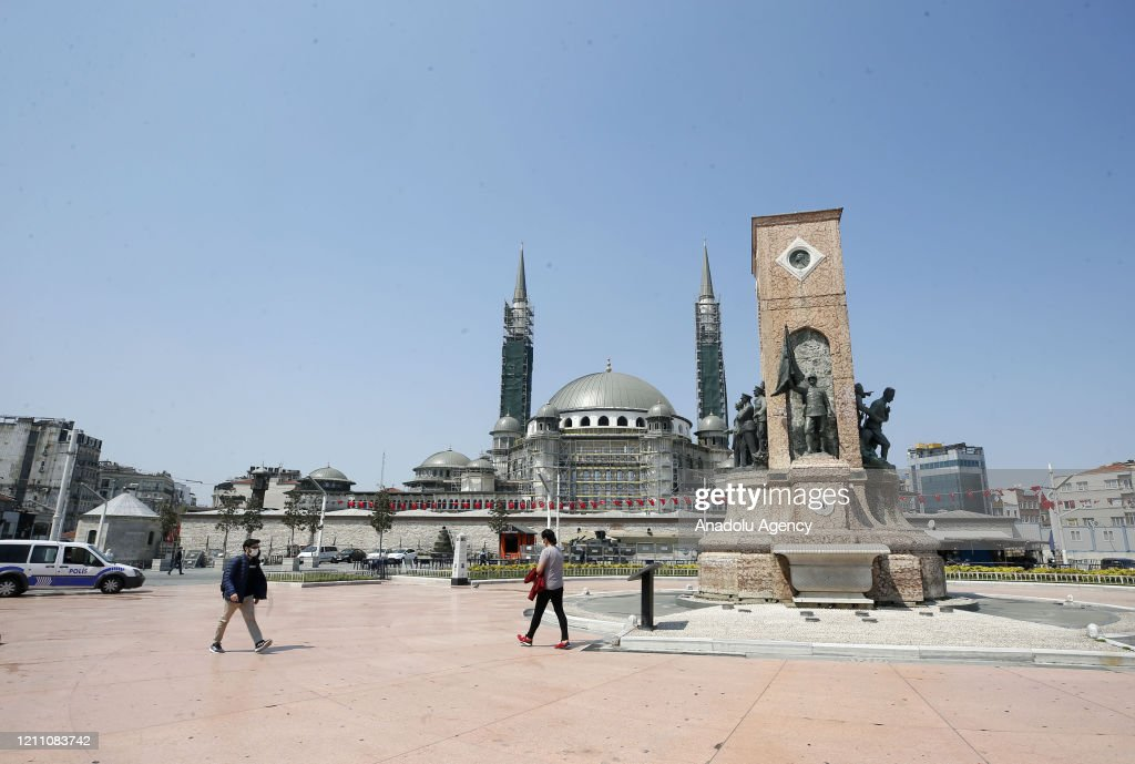 Istanbul begins the week quite : News Photo