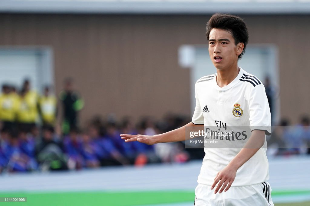 Real Madrid v FC Tokyo - U16 Kirin Lemon Cup Final : Fotografía de noticias