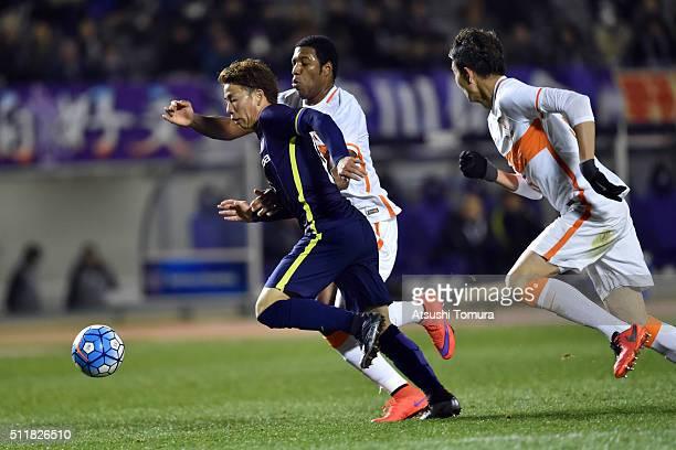 Takuma Asano of Sanfrecce Hiroshima in action during the AFC Champions League Group F match between Sanfrecce Hiroshima and Shandong Lueng FC at...