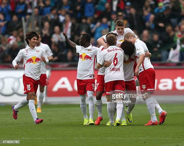 Takumi Minamino celebrates with Naby Keita Christian Schwegler Marcel Sabitzer Andre Ramalho and Martin Hinteregger of Salzburg after Andre Ramalho's...