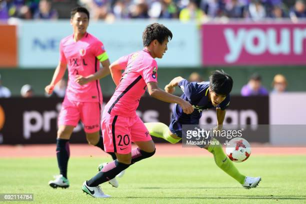 Takumi Miyayoshi of Sanfrecce Hiroshima and Kento Misao of Kashima Antlers compete for the ball during the J.League J1 match between Sanfrecce...