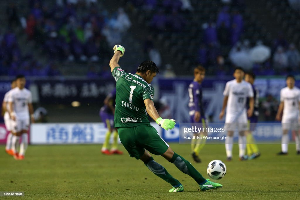 Sanfrecce Hiroshima v Vissel Kobe - J.League J1 : News Photo