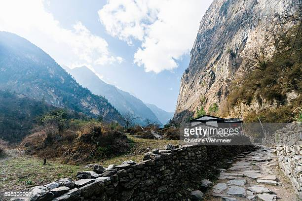tal house and road, annapurna circuit - christine wehrmeier stock photos and pictures