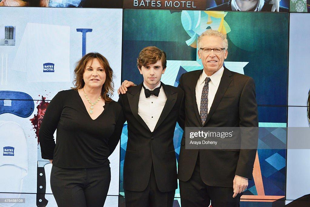 2015 Critics' Choice TV Awards: Tumblr Fan Art Red Carpet : News Photo