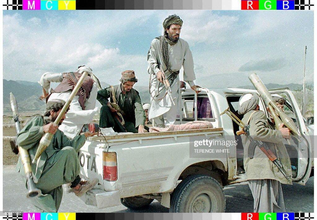 Taliban Muslim militia fighters scramble aboard th : News Photo