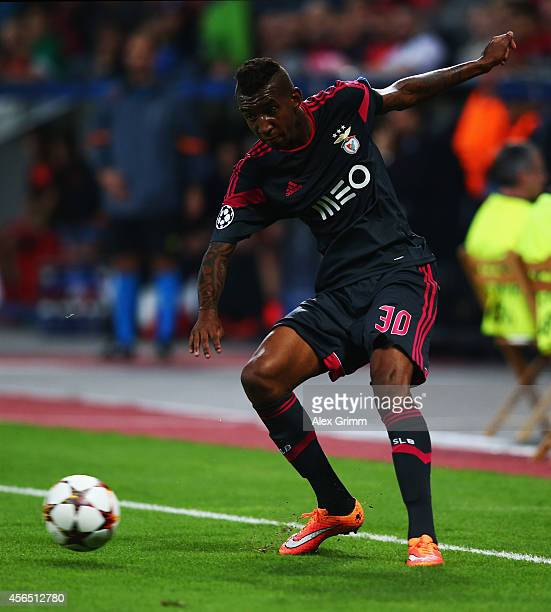 Talisca of Benfica controles the ball during the UEFA Champions League Group C match between Bayer 04 Leverkusen and SL Benfica at BayArena on...