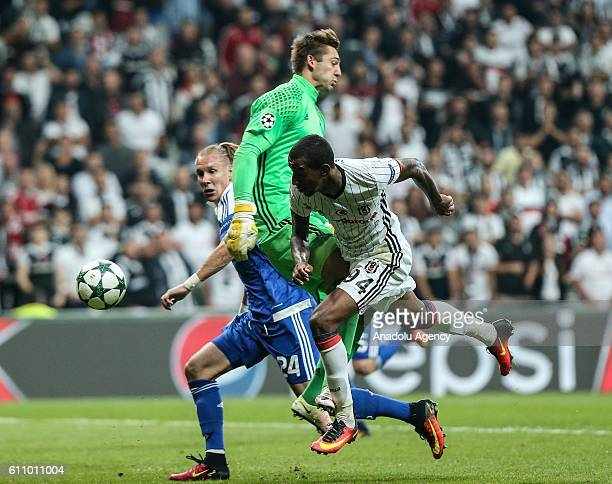 Talisca of Besiktas in action against Damagoj Vida and Artur Rudko of Dinamo Kiev during the UEFA Champions League football match between Besiktas...