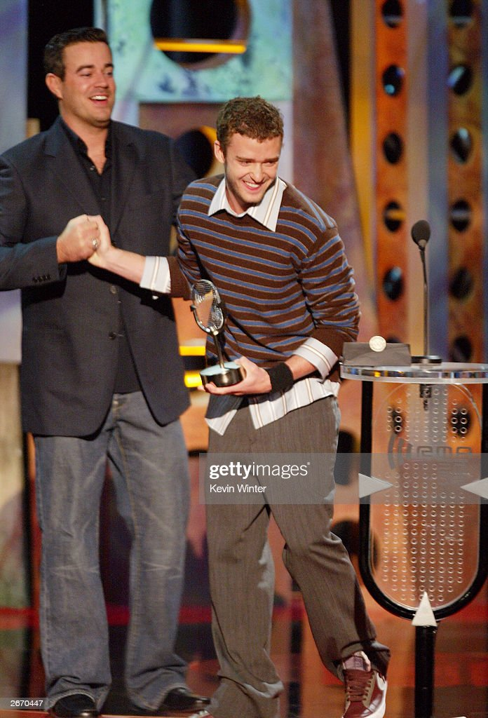 Talk Show Host Carson Daly (L) and Singer Justin Timberlake on stage at The 2003 Radio Music Awards at the Aladdin Casino Resort October 27, 2003 in Las Vegas, Nevada.