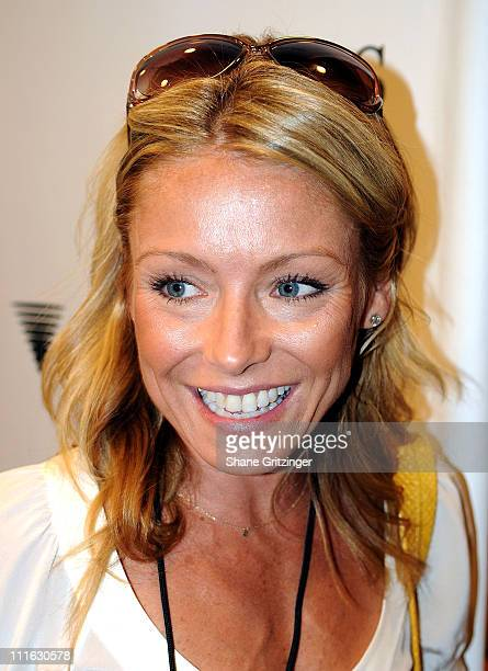 Talk Show Host Kelly Ripa arrives for the Jonas Brothers performance at The Ross School on August 9, 2008 in East Hampton, New York.
