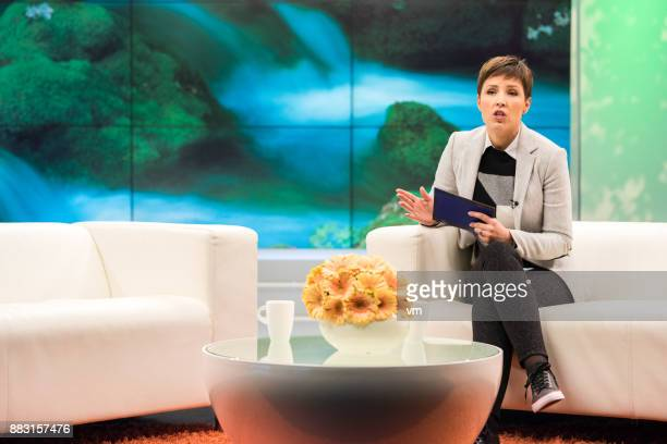 talk show host - television host stock pictures, royalty-free photos & images