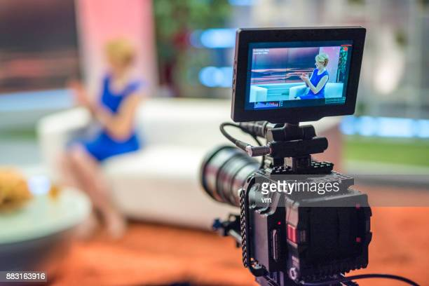 talk show host - arts culture and entertainment stock pictures, royalty-free photos & images