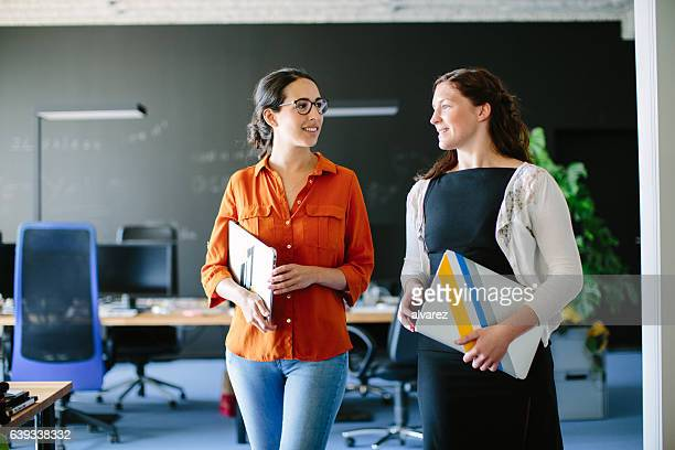 talking business during an office walk - business casual stock pictures, royalty-free photos & images