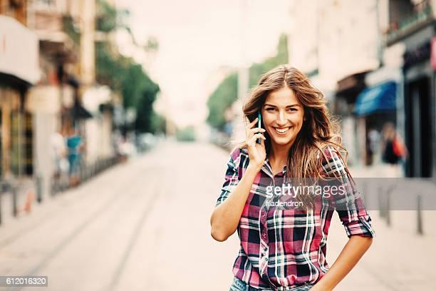 Parlant au téléphone
