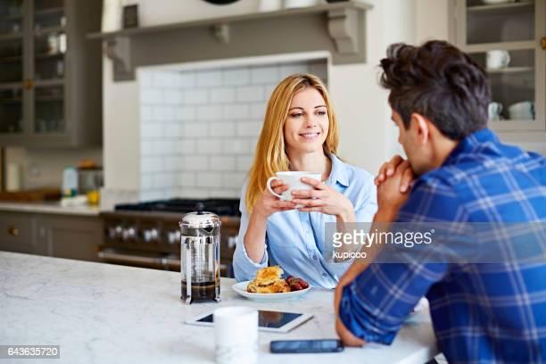 Hablando sobre café en la mañana