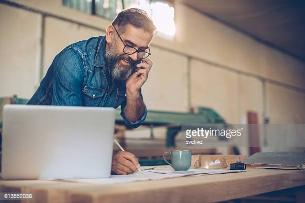 talking to a client. - business owner stock pictures, royalty-free photos & images