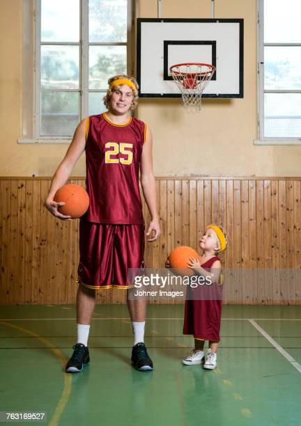 a tall and a short basketplayer - tall high stock pictures, royalty-free photos & images