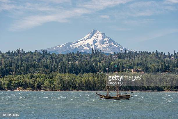 tall ship lady washington columbia river mt hood oregon kiteboarding - hood river stock pictures, royalty-free photos & images