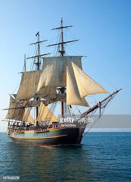帆船セーリング大海原の晴れた朝