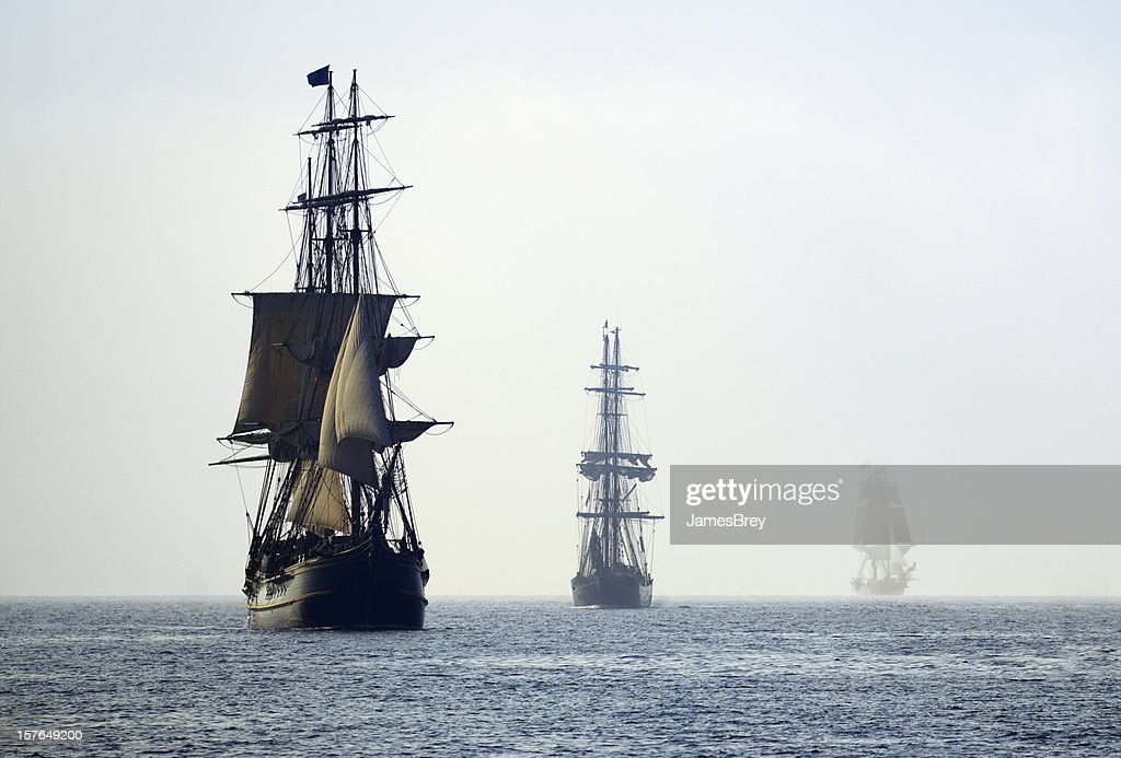Tall Ships in der letzten Nebelschwaden von morgen Nebel : Stock-Foto